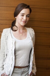 240x320 Emilia Clarke Smiling