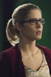 2160x3840 Emily Bett Rickards As Felicity Smoak In Arrow
