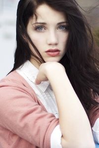 1440x2560 Emily Rudd Blue Eyes 5k