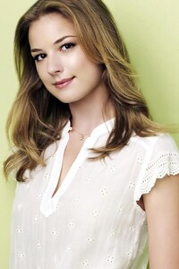 Emily Vancamp Blonde