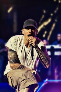 540x960 Eminem On Stage