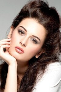 320x480 Evelyn Sharma 2