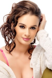 Evelyn Sharma 4