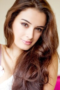 Evelyn Sharma 8