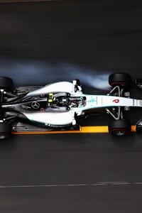 480x800 F1 Car On Track