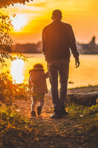 480x800 Father And Kid Walking Towards Lake