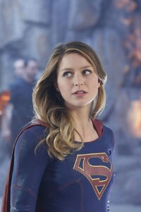 2160x3840 Flash And Supergirl