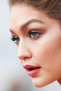540x960 Gigi Hadid Closeup