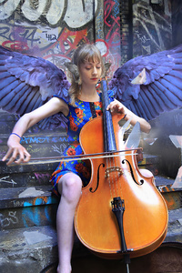 640x960 Girl Angel Playing Violin
