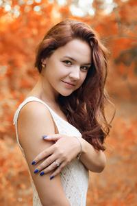 320x568 Girl Autumn Season 4k