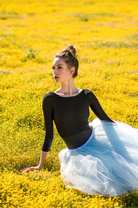 480x854 Girl Ballet Dancer Sitting Flower Bed 4k