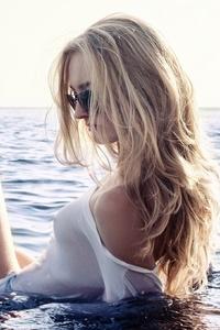 Girl Beach Sky Glasses Blonde