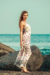 320x568 Girl Beach Wind 4k