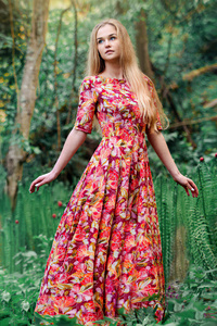 320x568 Girl Beautiful Dress 4k
