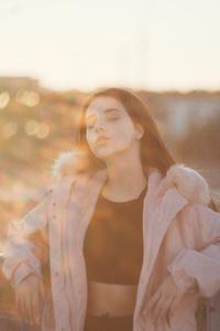 320x568 Girl Closed Eyes Sunbeam On Face