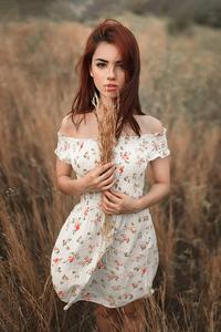 320x568 Girl Field Crops In Hands 4k