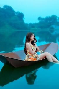 480x800 Girl In Boat
