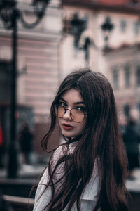 1080x2280 Girl In Glasses Looking Back 4k