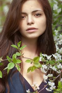 640x960 Girl In Nature Branch 4k