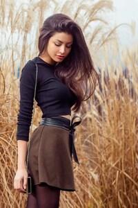 480x854 Girl In Skirt Outdoor