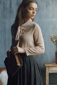 Girl Indoor Book Vintage Clothing 4k