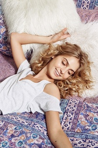 Girl Lying On Bed 5k