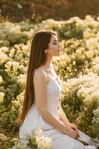 320x568 Girl Outdoor White Dress Closed Eyes 4k