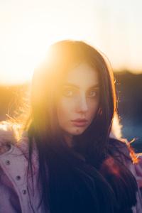 1080x2280 Girl Street Sunbeams 8k