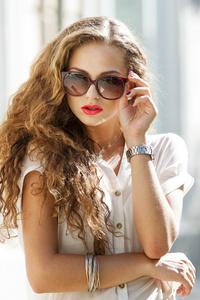 480x800 Girl Sunglasses Sunny Day 4k