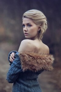 640x1136 Girl Wearing Fur Coat