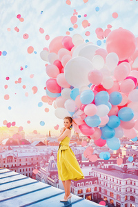 800x1280 Girl With Balloons 4k