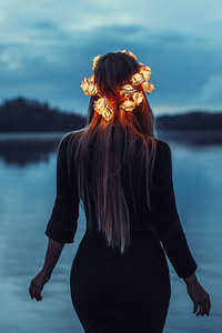 240x320 Girl With Light Crown
