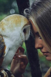 1242x2688 Girl With Owl