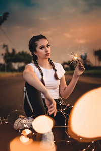 320x568 Girl With Sparklers In Hand