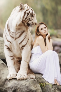 Girl With White Tiger 5k