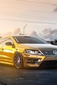 Golden Volkswagen Pasat