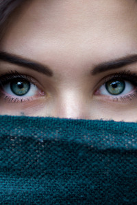 750x1334 Green Eyes Girl