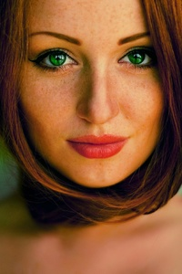 640x1136 Green Eyes Girl Hd
