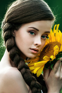 1440x2560 Green Eyes Girl Posing With Solidago Flowers