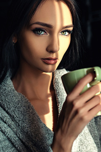 Green Eyes Girl With Cup 4k