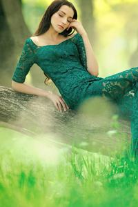640x1136 Green Long Dress 4k