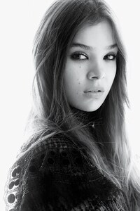 Hailee Steinfeld Black And White
