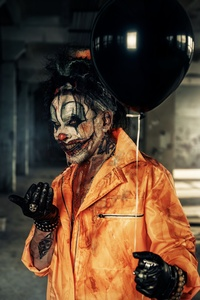 360x640 Halloween Guy With Balloon 4k
