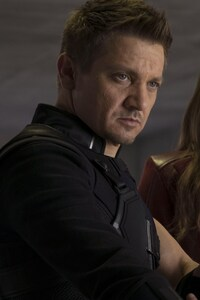 640x1136 Hawkeye And Scarlet Witch In Captain America Civil War