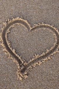 750x1334 Heart Sand Beach
