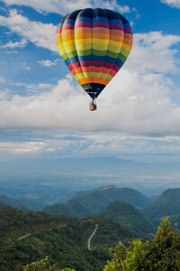 320x480 Hot Air Ballon