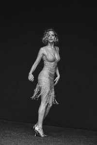 540x960 Jennifer Lawrence Black And White