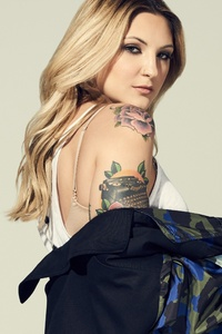 Julia Michaels Singer
