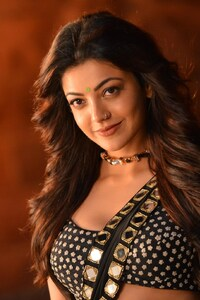 1080x2280 Kajal Agarwal In Pakka Local
