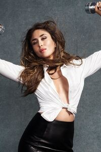 240x320 Kareena Kapoor Vogue 2016